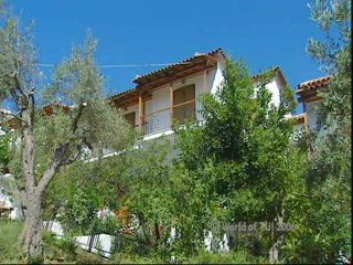 Sporadi, Grecia: Thomson.co.uk video of the NICHOLAS in MEGALI AMMOS, Skiathos