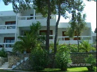 Sporades, Yunani: Thomson.co.uk video of the CAPE KANAPITSA APARTMENTS in Kanapitsa, Skiathos