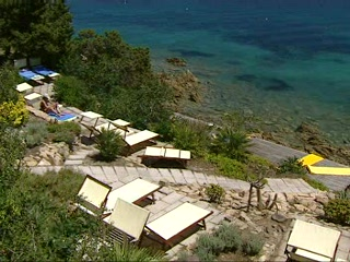 Sardinya, İtalya: Thomson.co.uk video of the Hotel Capo D'Orso in Cala Capra, Sardinia