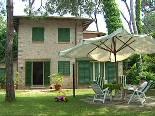Thomson.co.uk video of the Acapulco in Forte Dei Marmi, Tuscany