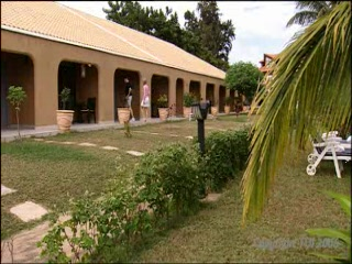 Bakau, Γκάμπια: Thomson.co.uk video of the SUN BEACH HOTEL AND RESORT in CAPE POINT, Gambia