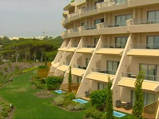 Thomson.co.uk video of the GRANDE REAL SANTA EULALIA in SAO JOAO, Algarve