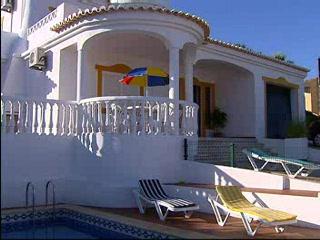 Thomson.co.uk video of the Villa Daniel in Carvoeiro, Algarve