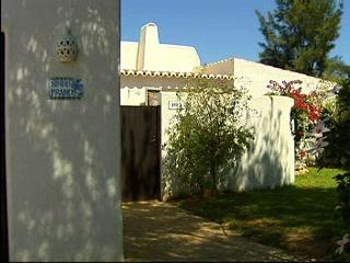 Thomson.co.uk video of the Villa Ninho Branco in Carvoeiro, Algarve