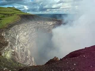 Masaya Volcano National Park: Crater up close