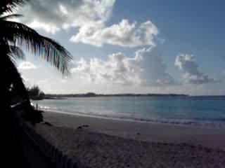 Oistins, Barbade : Sea Breeze Beach Video