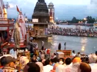 video clip of sunset ceremony in Haridwar