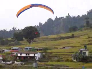 Pokhara, Népal : Raquel Landing Video