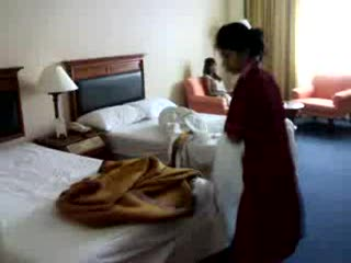 Royal Benja Hotel: Changing the Bed Sheets