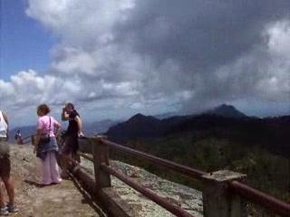 Santiago de Cuba, Cuba: La tête dans les nuages ( The head in clouds )