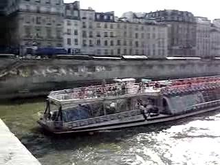 bateau mouche on the seine river paris france vid o de la seine paris tripadvisor. Black Bedroom Furniture Sets. Home Design Ideas
