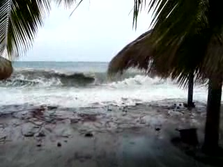 Sugar Beach, A Viceroy Resort : Waves washing up on Jalousie Beach