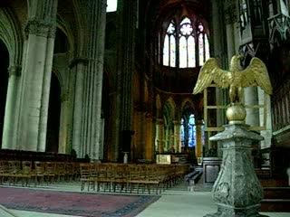 https://media-cdn.tripadvisor.com/media/video-t/01/1c/bb/c8/interieur-de-la-cathedrale-1.jpg
