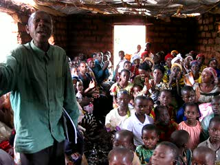 Burundi : Song of thanks after services