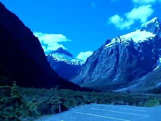 Milford Sound, Selandia Baru: Great views from the road to Milford
