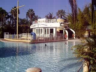 Loews Royal Pacific Resort at Universal Orlando: Pool at the Royal Pacific