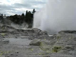 โรโตรัว, นิวซีแลนด์: Geyser Erupting