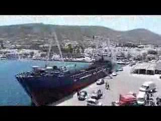 Santorin, Griechenland: Ferry unloading at Naxos