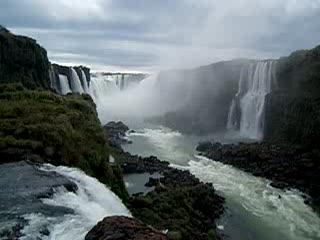 Puerto Iguazú, Argentina: Iguazu Falls from Brazil side