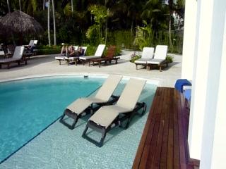 The Royal Suites Turquesa by Palladium: Romance Swim-Up Suite