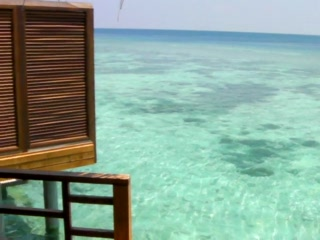 Остров Курамати: Inside a Kuramathi water bungalow
