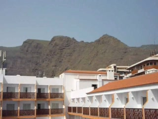 Puerto de Santiago, Spanien: View of Los Gigantes mountaings & one pool area from our balcony