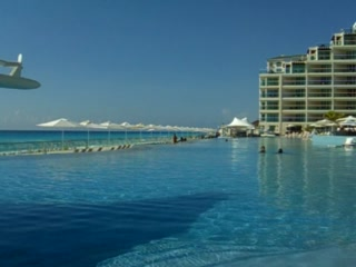 Hard Rock Hotel Cancun: Cancun Palace: Infinity Pool and Ocean