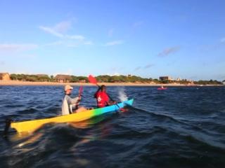 The Majlis Hotel: Kayaking in the mangrove creek of the Majlis Hotel in Lamu Island