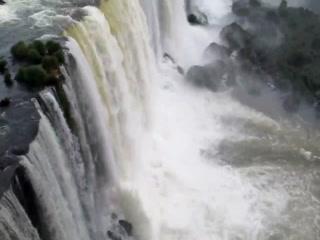 Foz do Iguacu, PR : Chutes de loin