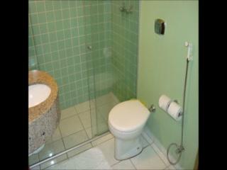 เบสท์ เวสเทิร์น โฮเต็ล ทาโรบา เอ็กซ์เพรส: Bathrooms at BEST WESTERN Hotel Taroba Express