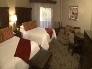 Glenwood Hot Springs Lodge: Diagonal Room