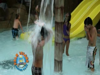 Batavia, État de New York : Palm Island Indoor Waterpark Commercial