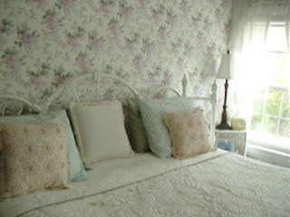 A White Swan Bed and Breakfast: White Swan room