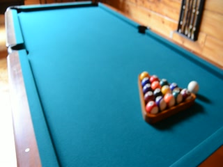 Smoky Cove Chalet and Cabin Rentals: Big Bear Retreat Game Room