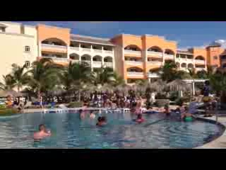 Iberostar Rose Hall Suites: Star Friends crazy poolside dancing
