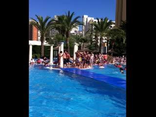 Sol Pelícanos Ocas: Pool games ! Everyone getting involved !