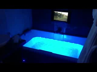 double jacuzzi bath hotels uk. cranleigh boutique: double air spa bath in the escape suite with tv! jacuzzi hotels uk