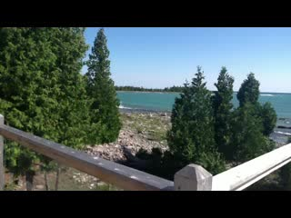 Acres on the Lake Bed and Breakfast: Our shoreline at Acres on the Lake Bed & Breakfast Bruce Peninsula
