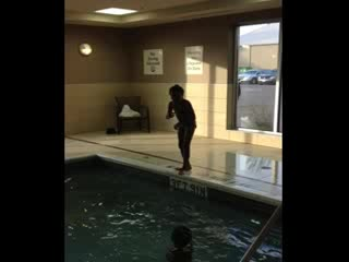 Holiday Inn Express Hotel & Suites Chatham South: Jumping in the pool