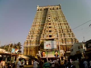 Sri Ranganathaswamy Temple: Srirangam Temple-Muralitharan video