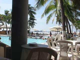 Hotel Fontan Ixtapa: Typical noisy buffet atmosphere