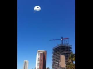 Mazatlan, Mexiko: Austin - parasailing Landing