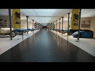 มัลเฮาส์, ฝรั่งเศส: Racing car behind