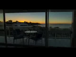 Kings Beach, Australie : Sunrise at Capeview Apartments