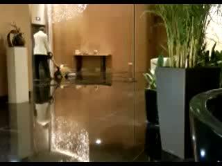InterContinental Hotel Qingdao: Floor polishing during lunch