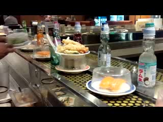 Tigard, OR : Conveyor belt at Sushi Hana