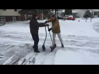 Glacier Park Bed and Breakfast: Shovelling The Snow