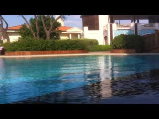 Mardan Palace : Divers cleaning aquarium