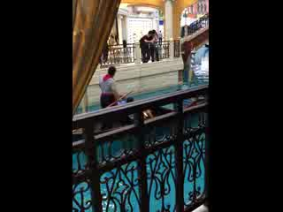 The Venetian Macao Resort Hotel: Singing boat man