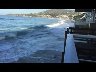 Pacific Edge Hotel on Laguna Beach: They weren't kidding about how close we'd be to the sound of the surf!